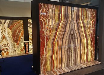 TUEREN-ART products: glowing stones, onyx stone veneer backlit, backlit wall cladding with thin stone, backlit thin stone, backlit onyx, onyx bar, light stone, wallcovering with backlit thin stone